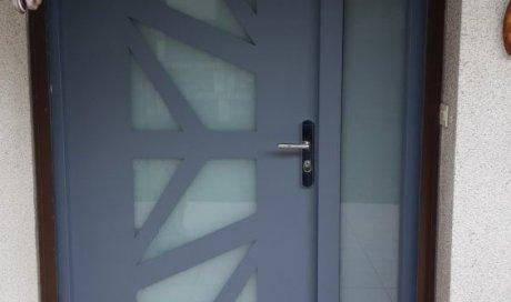 Pose et installation de porte d'entrée en acier blindé à Clermont-Ferrand