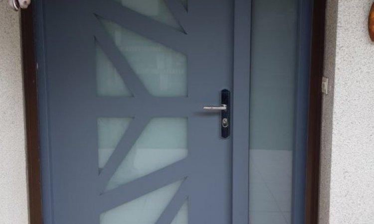 Porte d'entrée en bois et verre renforcé à Clermont-Ferrand